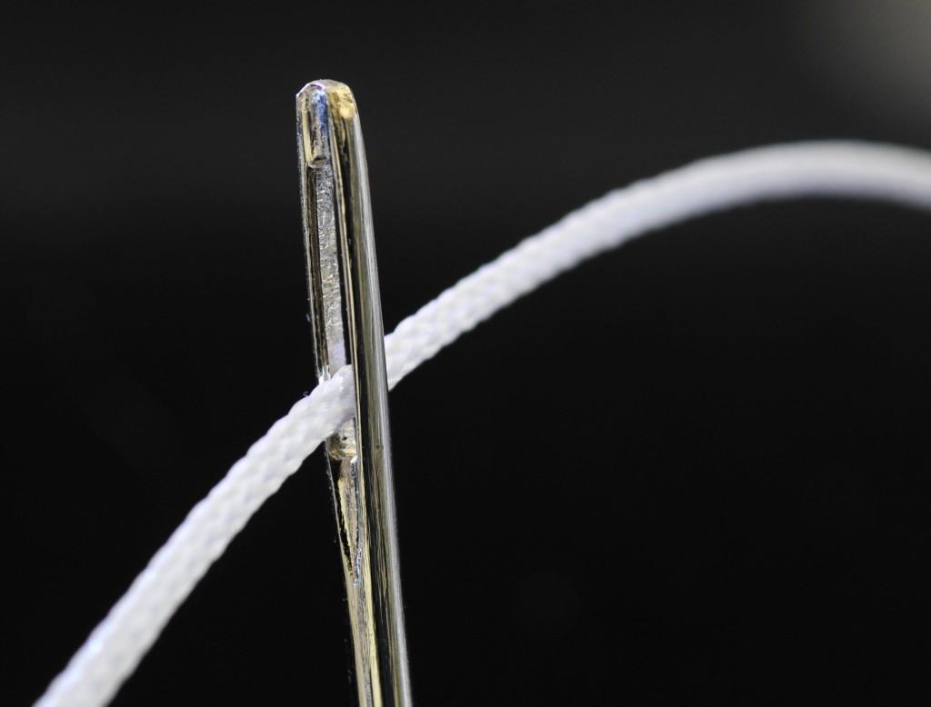 cucire con colla a caldo e ago e filo