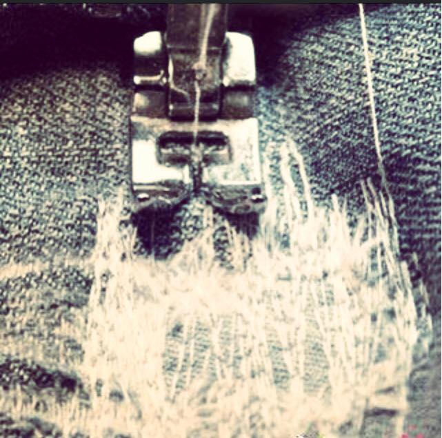 Come riparare i jeans bucati con la macchina da cucire
