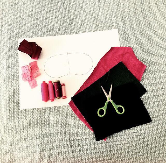 materiale per cucire un paraocchi