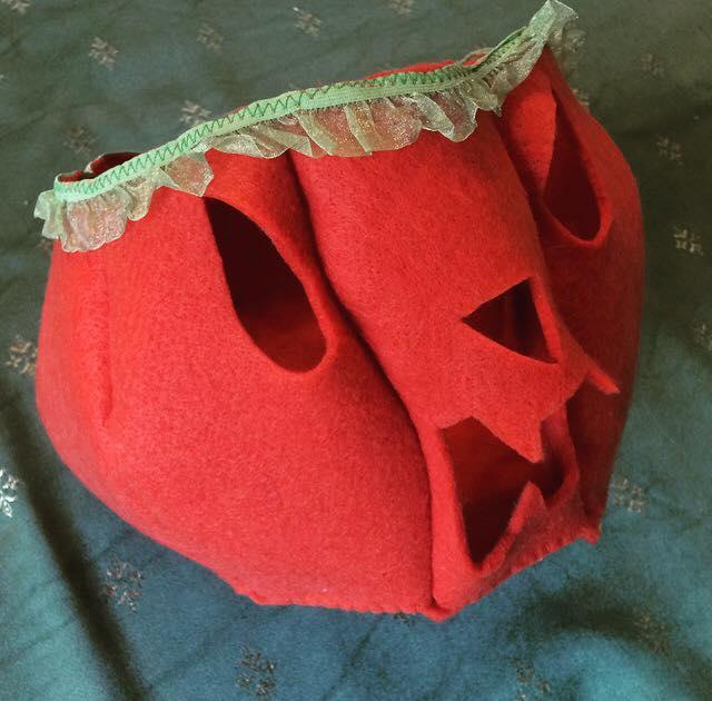 come fare una zucca di Halloween in pannolenci