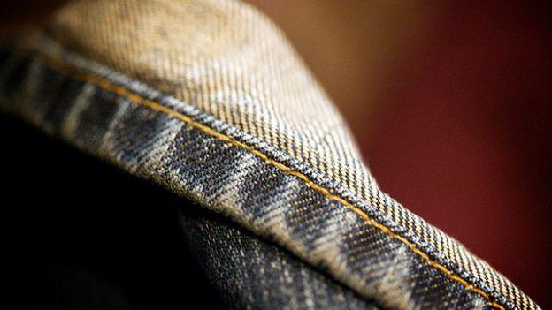 Come cucire l'orlo perfetto ai pantaloni