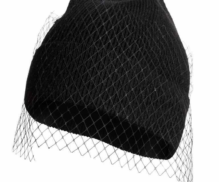 Come applicare una veletta su un cappellino di lana