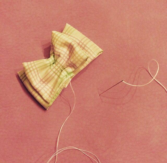 cucire a mano un portaocchiali