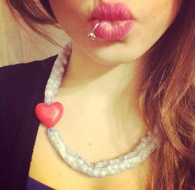 Come cucire la collana in organza e perline per San Valentino
